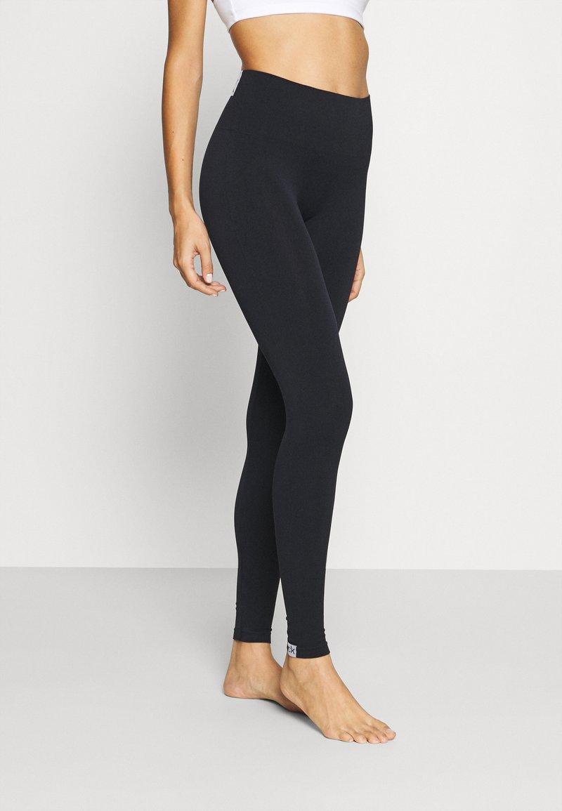 Calvin Klein Underwear - WOMEN LOGO MASON - Leggings - Stockings - black / white