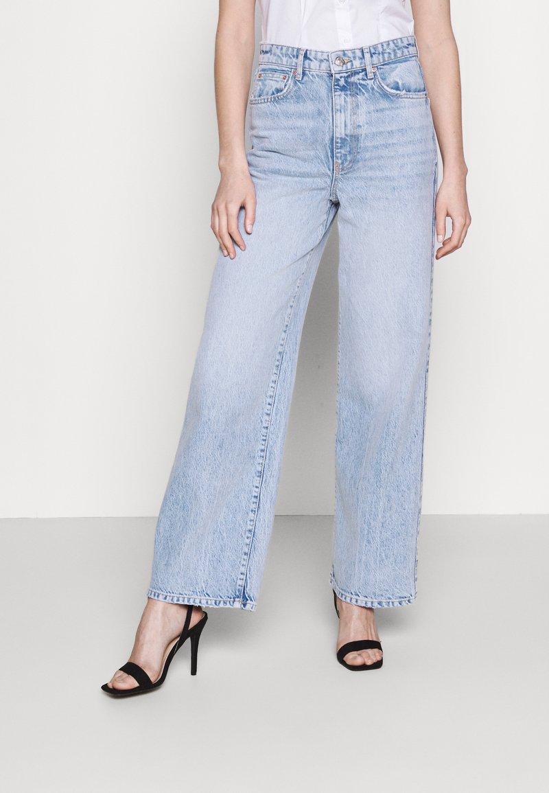 Gina Tricot - IDUN WIDE - Flared Jeans - bleached blue
