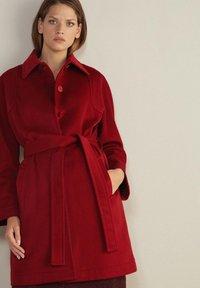 Falconeri - MIT SICHTBAREN STEPPNÄHTEN - Classic coat - rot - rouge - 0