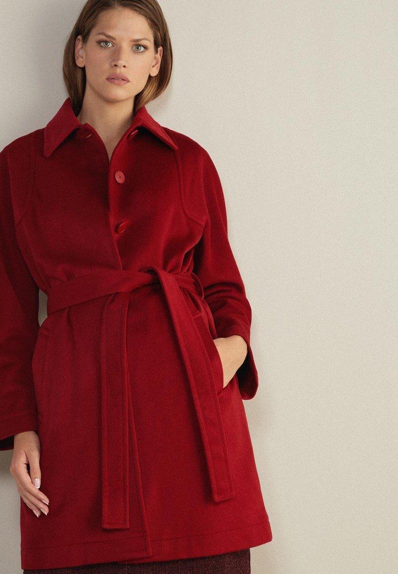 Falconeri - MIT SICHTBAREN STEPPNÄHTEN - Classic coat - rot - rouge