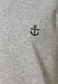 Anerkjendt - AKKIKKI - Print T-shirt - sky captain - 2