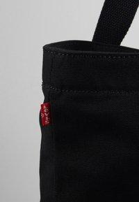 Levi's® - SERIF LEVI'S® MULTI - Bolso shopping - regular black - 6