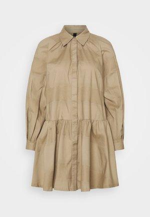 YASSCORPIO SHIRT DRESS ICON - Košilové šaty - chinchilla