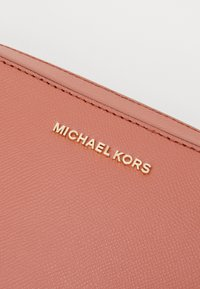 MICHAEL Michael Kors - JET SET TRAVEL CROSSBODY - Across body bag - orange - 3