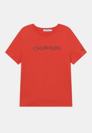 INSTITUTIONAL - T-shirt imprimé - flaming chili