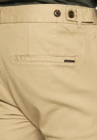 Scotch & Soda - MOTT CLASSIC GARMENT - Chinos - sand - 4
