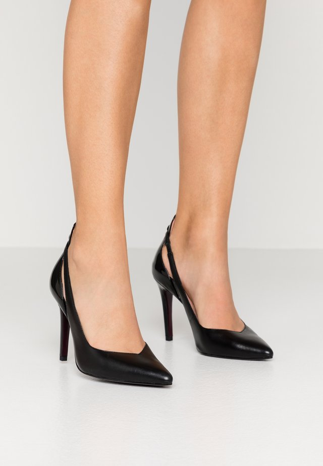 COURT SHOE - Zapatos altos - black