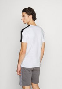 CLOSURE London - SCRIPT CITY TEE - Print T-shirt - white - 2