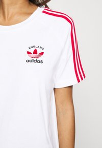 adidas Originals - STRIPES SPORTS INSPIRED REGULAR DRESS - Jersey dress - white/scarlet - 4