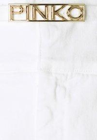 Pinko - ARIEL BUSTIER  - Džíny Relaxed Fit - white denim - 7