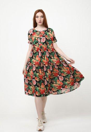 ABELYA - Day dress - schwarz, orange