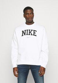 Nike Sportswear - RETRO CREW - Sweatshirt - white - 0