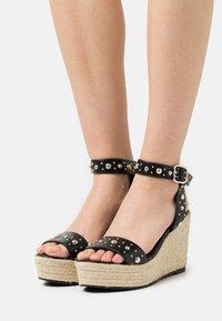 maje - Sandały na platformie - noir - 0