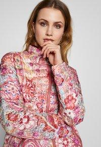 Barbara Lebek - Light jacket - paisley coral - 3