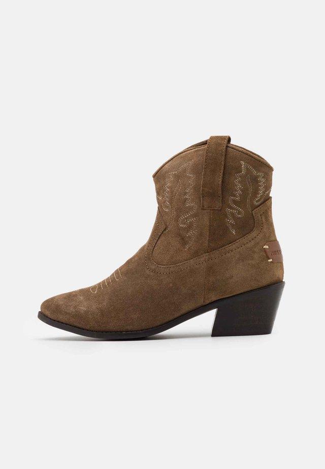DORISA - Cowboy/biker ankle boot - cognac