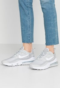 Nike Sportswear - AIR MAX 270 REACT - Sneaker low - grey fog/white/light smoke grey - 0