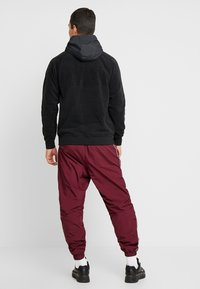 Nike Sportswear - HOODIE WINTER - Hættetrøjer - black/off noir/gym red/white - 2
