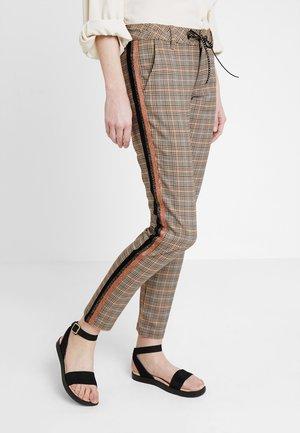 LISEA BRITISH - Pantalon classique - beige/black