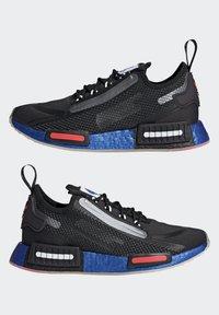 adidas Originals - NMD_R1 SPECTOO UNISEX - Sneakers - core black/solar red - 7
