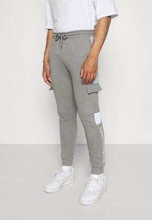 FARNELL JOGGER - Teplákové kalhoty - sharkskin/sky blue/optic white