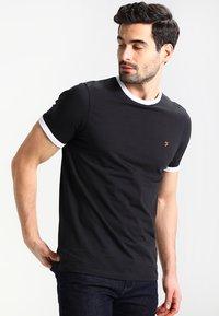 Farah - GROVES - Basic T-shirt - deep black - 0