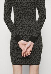 MICHAEL Michael Kors - DOT MINI DRESS - Pouzdrové šaty - concrete - 6