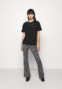 ONLY - ONLLIVE LOVE FLARED PANTS - Leggings - Trousers - dark grey - 1