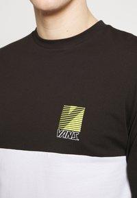 Vans - RETRO SPORT COLORBLOCK - Long sleeved top - white/black - 4