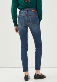 Cache Cache - MIT HOHER TAILLE - Slim fit jeans - denim stone - 2