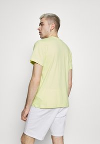 Tommy Jeans - CORP LOGO TEE - Print T-shirt - neon yellow - 2