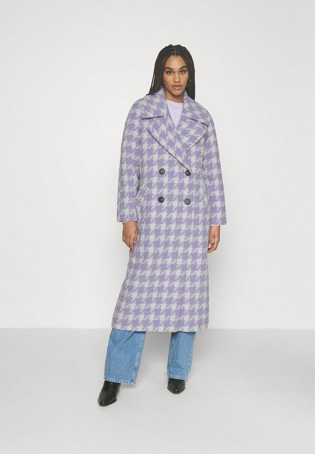 Klasyczny płaszcz - lilac