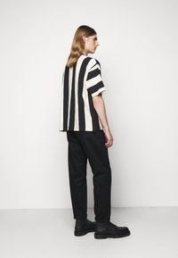 YMC You Must Create - HACIENDA TEE - Triko s potiskem - black/ecru