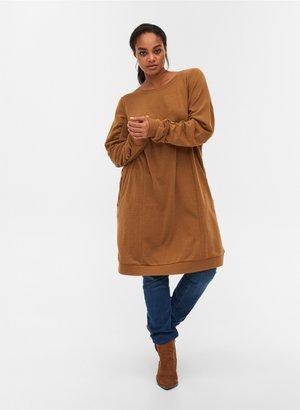 MIT TASCHEN UND DRAPIERTEN ÄRMELN - Jersey dress - brown