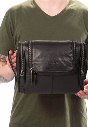CHESTER - Wash bag - black