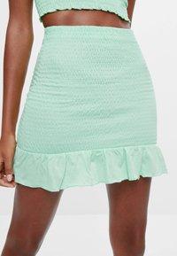 Bershka - MIT GUMMIZUG UND VOLANTS  - A-line skirt - green - 3