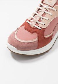 ECCO - ST.1 - Sneakersy niskie - salmon - 2