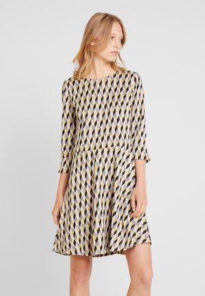 KURZ - Pletené šaty - taupe/black