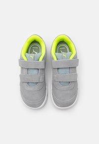 Puma - STEPFLEEX 2 UNISEX - Sports shoes - quarry/white/yellow alert - 3