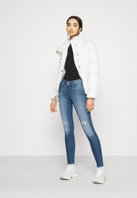 ONLY - ONLCARMEN RAW - Jeans Skinny Fit - medium blue denim - 1