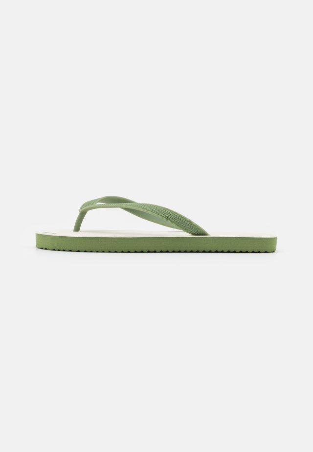 RETRO - Sandaler m/ tåsplit - sage