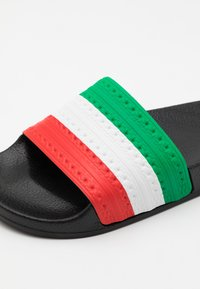 adidas Originals - ADILETTE SPORTS INSPIRED SLIDES UNISEX - Ciabattine - core black/green/red - 5