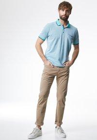 Pierre Cardin - LYON - Slim fit jeans - beige - 1