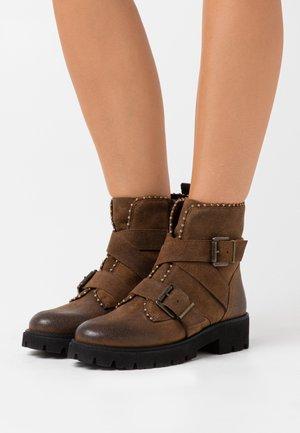 HOOFY - Cowboy- / bikerstøvlette - dark brown