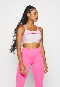 Nike Performance - ALPHA ULTRABREATHE BRA - Sujetador deportivo - pink foam/hyper pink - 0