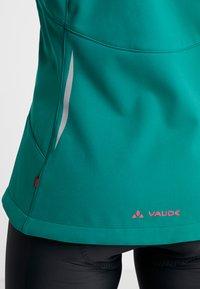 Vaude - WOMENS QIMSA JACKET - Soft shell jacket - petroleum - 4