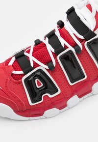 Nike Sportswear - AIR MORE UPTEMPO UNISEX - Trainers - varsity red/white/black - 5