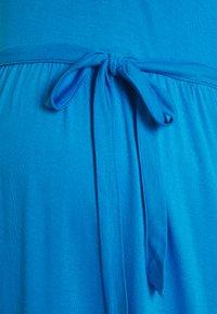 MAMALICIOUS - MLSIMANTHA MIDI DRESS - Žerzejové šaty - blue aster - 2