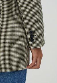 PULL&BEAR - Halflange jas - brown - 5