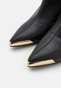 Versace Jeans Couture - Classic ankle boots - nero - 4