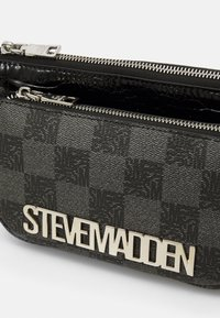 Steve Madden - BURGENTL SET - Håndveske - black - 5